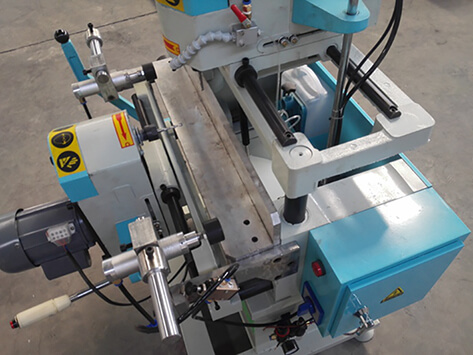 Double cylinder clamping